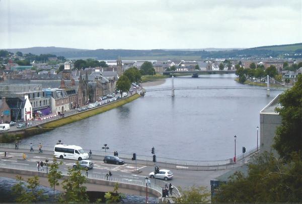 Inverness-viseći mostovi preko rijeke Ness