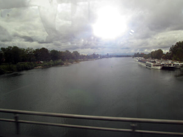 Granica na sredini mosta na Reini