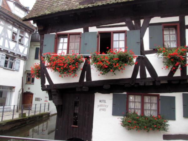 Kosa kuća (Schiefe haus)