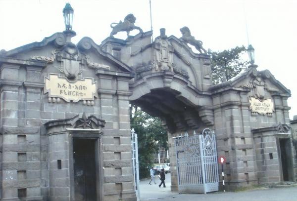 Adis Abeba-ulaz u Arheološki muzej i Sveučilište-ovdje je do 1960. živio H. Selasije