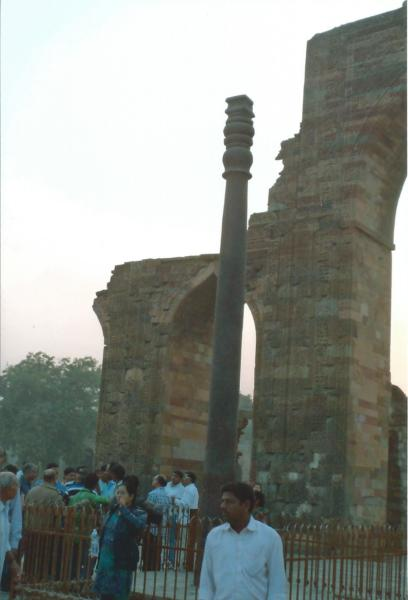 Delhi-željezni stup stra preko 2000 god. koji ne hrđa