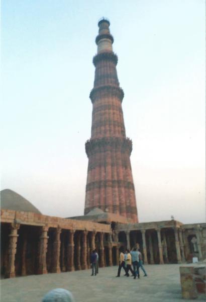 Delhi-Kutaminar 73 m visina i 8 m širine
