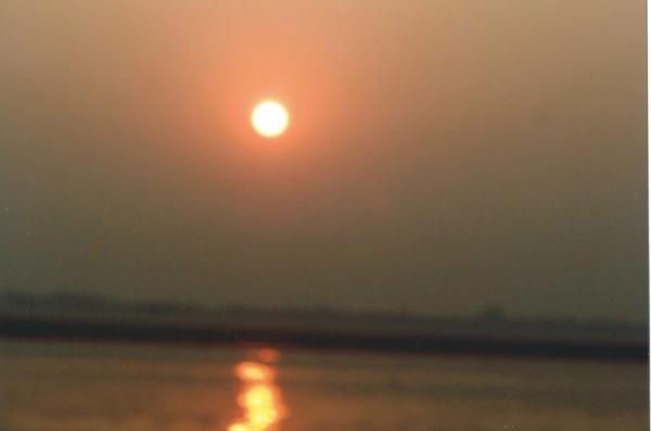 Izlaz sunca na sv. rijeci Ganges