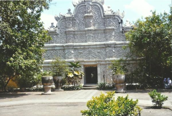 Vodena palača Taman Sari koju je sagradio prvi sultan za svoj harem