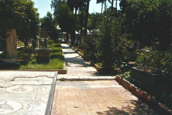 Damask-mozaici u vrtu ispred Arheološkog muzeja