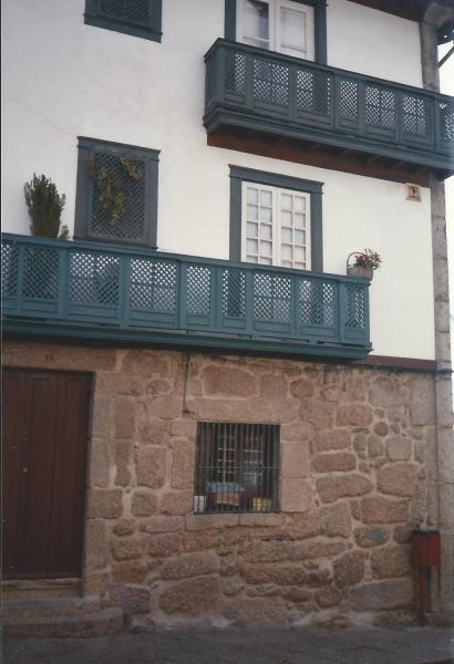 GUITANARES-stare kuće s karakter.drvenim balkonima pod zaštitom UNESC-a