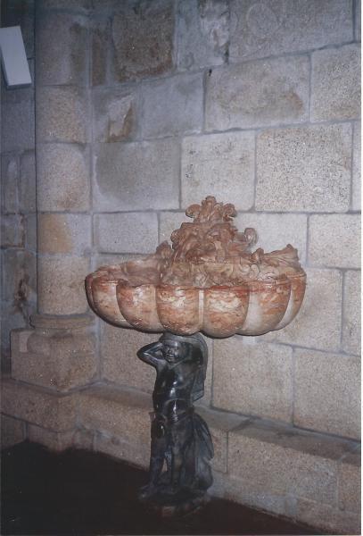 PORTO-barokna posuda za sv. vodu u katedrali