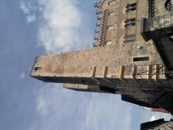 Tornjevi uz katedralu