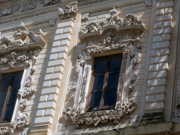 Prekrasno ukrašeni prozori