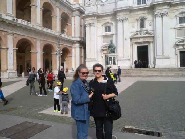 Ispred katedrale
