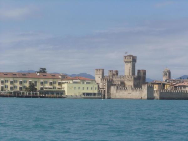 Grad Sirmione na jezeru Garda