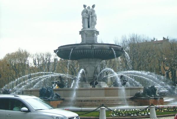 Provansa-fontana na glavnom trgu