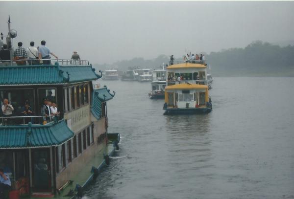 GUILIN-vožnja turističkim brodićima po rijeci Li