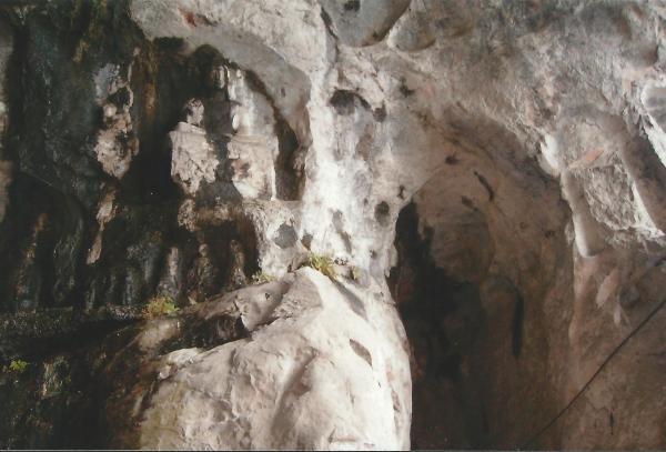 Skulpture buda u špiljama
