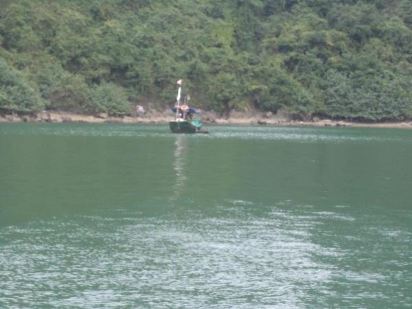 Ribarski čamac u Ha Longu.