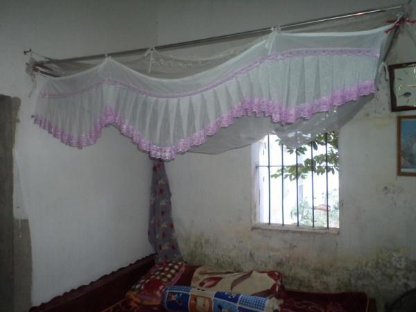 Dio dnevne sobe u seoskoj kući.