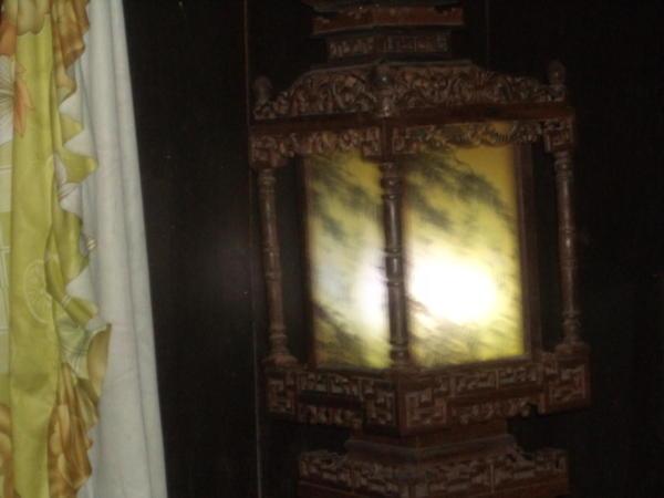 Svijetiljka ogledalo u kući Tan Ky.